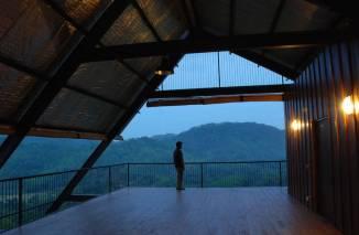 superb-wooden-three-leveled-bungalow-in-sri-lanka-3-900x590