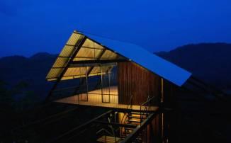superb-wooden-three-leveled-bungalow-in-sri-lanka-2-900x558