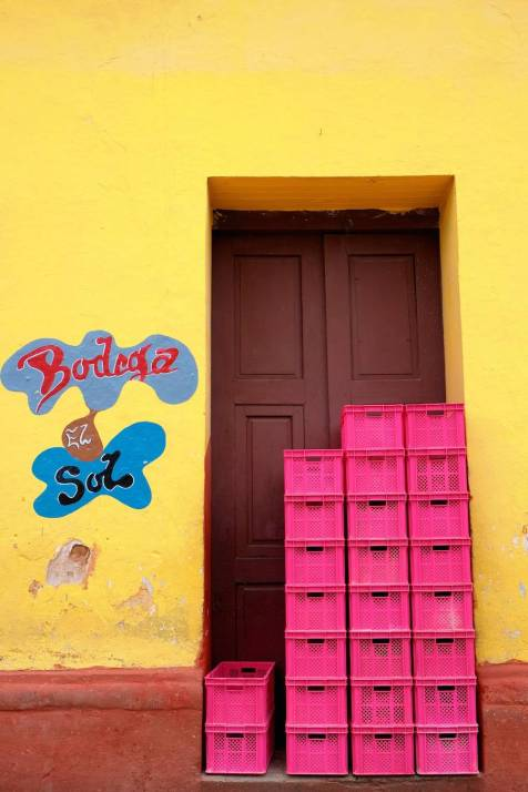 beautiful-colors-and-geometry-of-the-cuban-architecture-21-900x1350