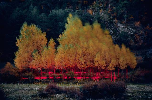mysterious-red-lights-installations-in-spain-10-900x599