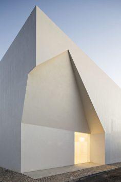 Aires_Mateus_Monolithic_Meeting_Center_03-1-1050x1578