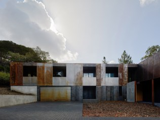 architecture-faulker-architects-weathering-steel-home-014