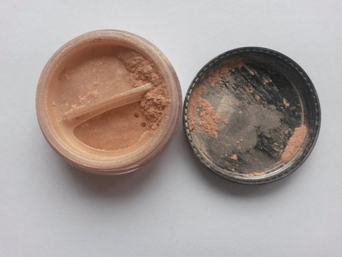 ClioMakeUp-neve-cosmetics-ombraluce-duo-contouring-minerale-ombra-light-macro