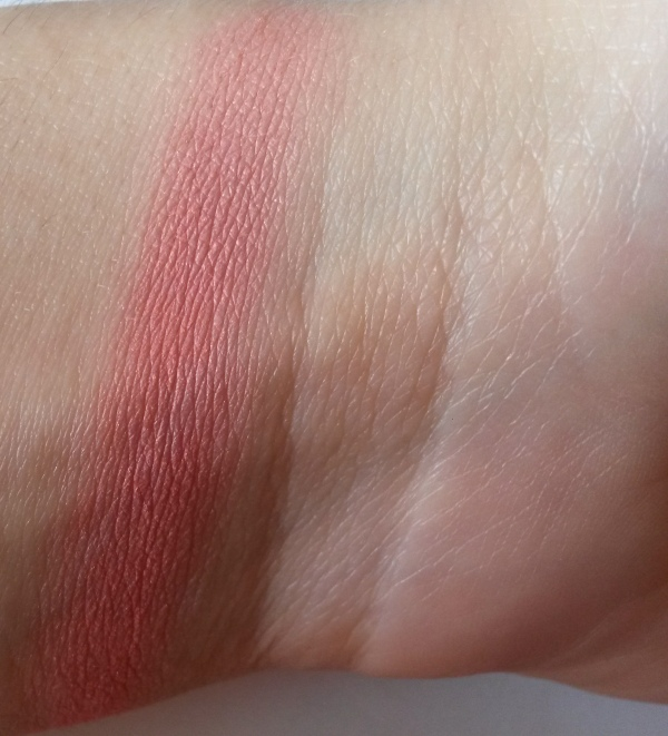 ClioMakeUp-recensione-essence-mosaic-blush-10-swatch