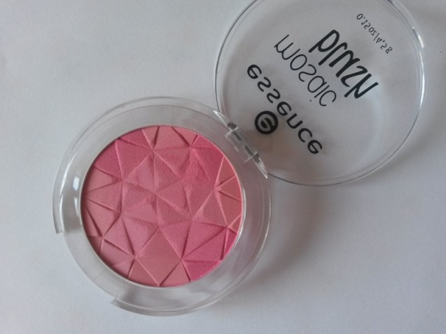 ClioMakeUp-recensione-essence-mosaic-blush-40-macro