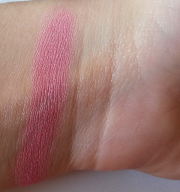 ClioMakeUp-recensione-essence-mosaic-blush-40-swatch