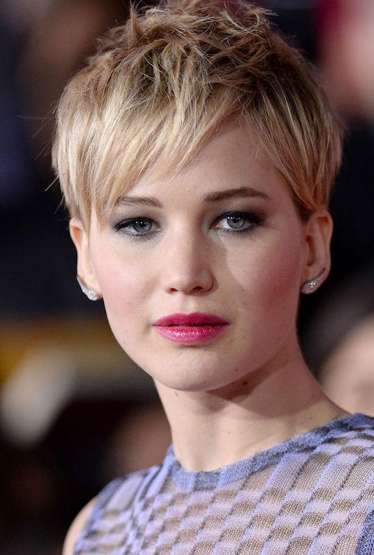 ClioMakeUp-trucco-bionda-occhi-azzurri-capell-rossetto-colore-migliore-jennifer-lawrence-magenta