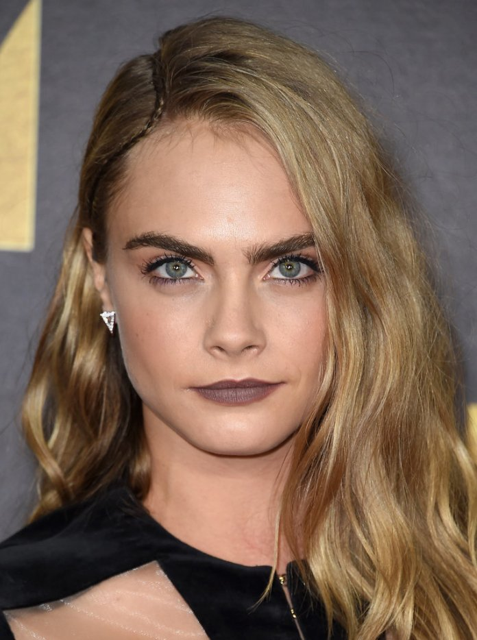 cliomakeup-look-glamour-originali-mtv-movie-awards-makeup-interessanti-cara-delevingne2