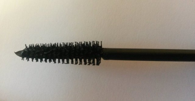 ClioMakeUp-recensione-essence-forbidden-volume-mascara-applicatore