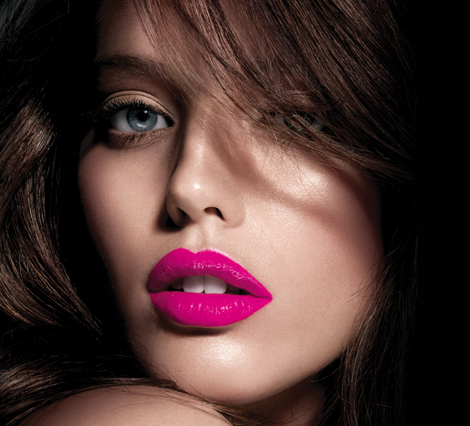 cliomakeup-emily-didonato-beauty-look-occhi-azzurri-trucchi-makeup-2-maybelliner-rossetto