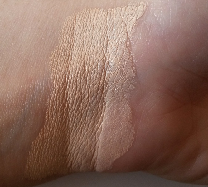 ClioMakeUp-recensione-couleur-caramel-compact-foundation-swatch