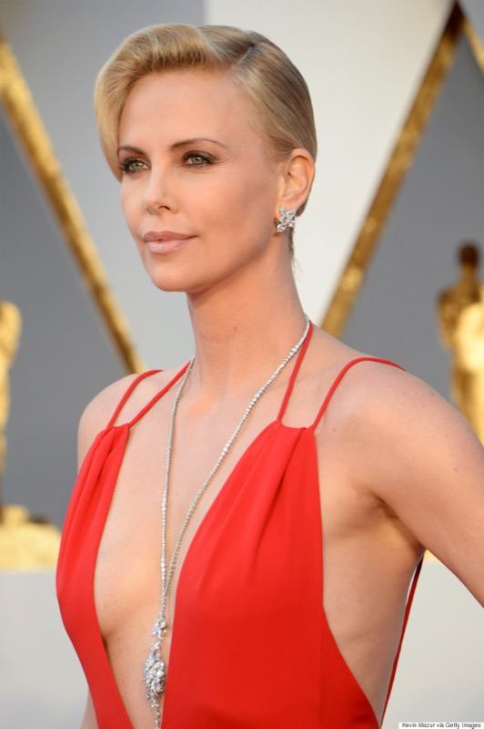 cliomakeup-chirurgia-estetica-no-star-celebs-contrarie-charlize-theron-4