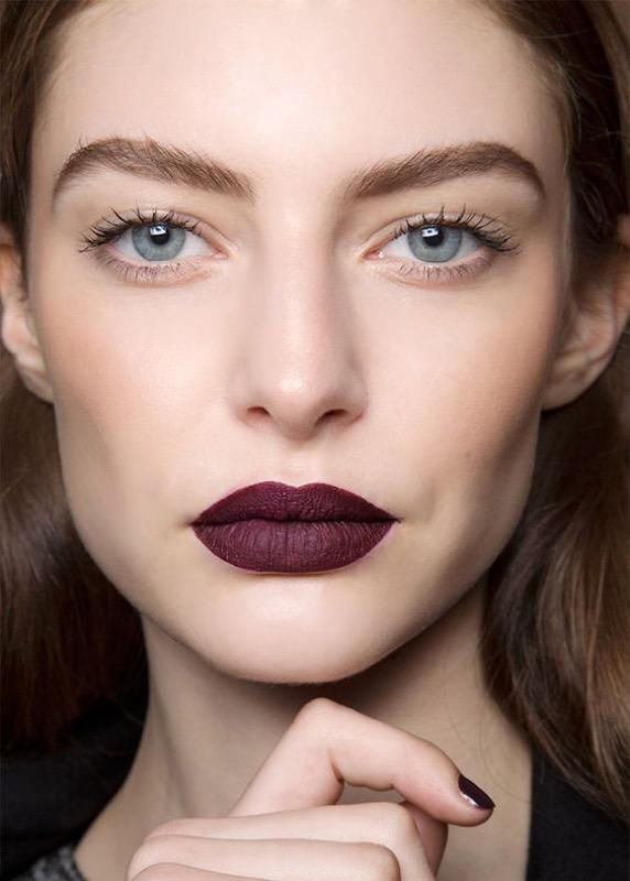 ClioMakeUp-mascara-migliore-incurvante-volumizzante-nero-applicazione-1