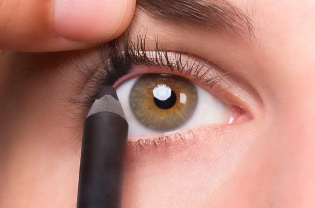 ClioMakeUp-tightline-matita-nera-rima-interna-superiore-eyeliner-star-11