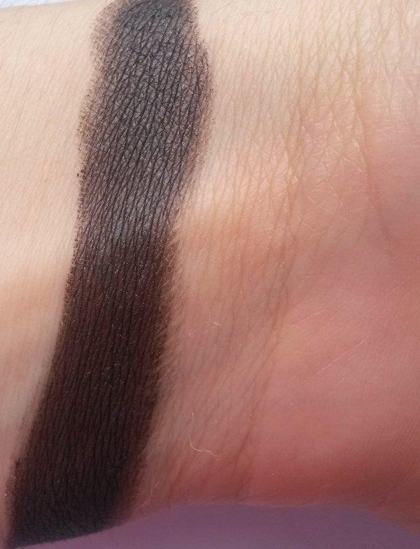 ClioMakeUp-recensione-Essence-I-Love-Soft-Metals-Eyeshadow-Swatch-01