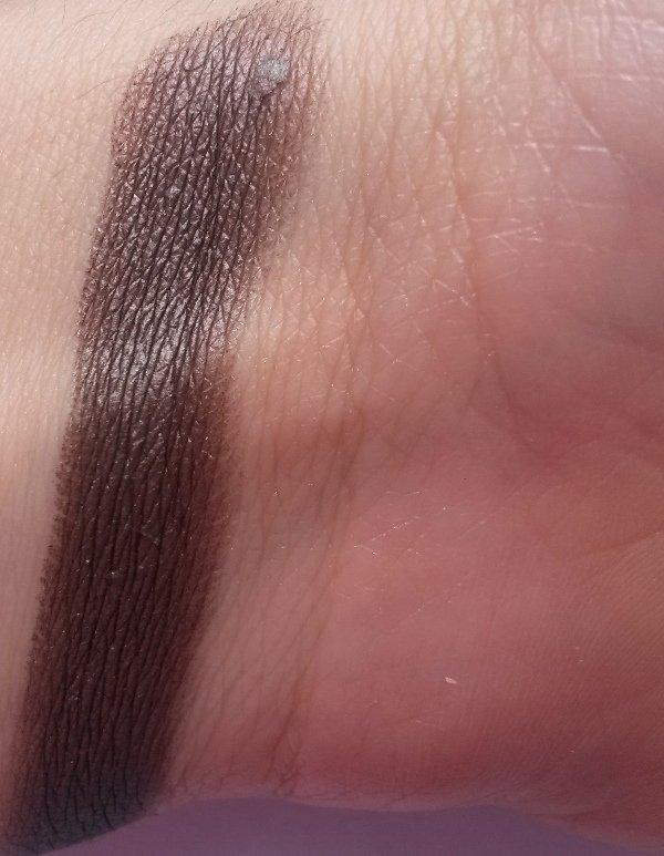ClioMakeUp-recensione-Essence-I-Love-Soft-Metals-Eyeshadow-Swatch-06