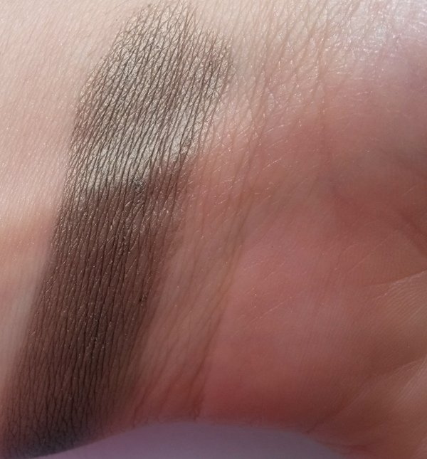 ClioMakeUp-recensione-Essence-I-Love-Soft-Metals-Eyeshadow-Swatch-07
