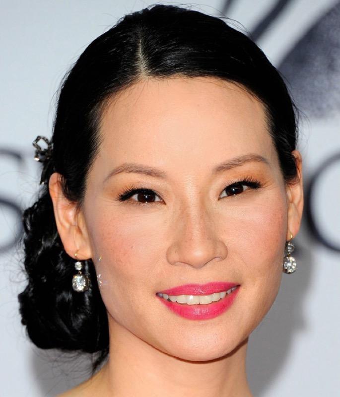 cliomakeup-attrici-asiatiche-orientali-cinesi-makeup-dive-occhi-mandorla-lucy-liu-rossetto-fucsia