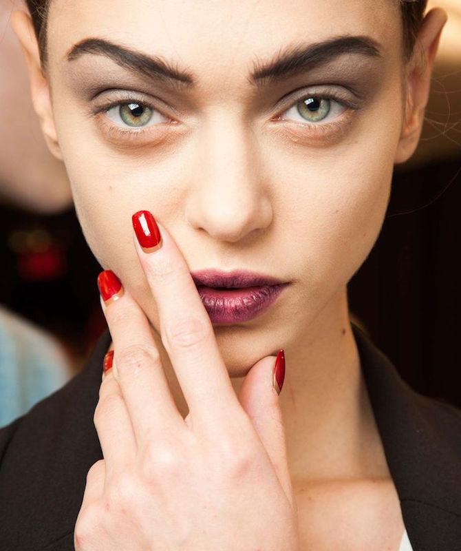 cliomakeup-bb-cream-addio-trend-prodotti-spariti-moon-manicure-modella