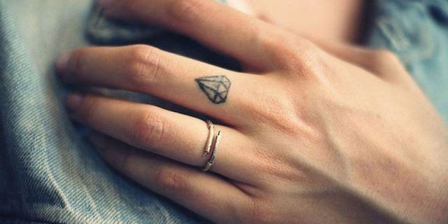 ClioMakeUp-tatuaggi-6-dita