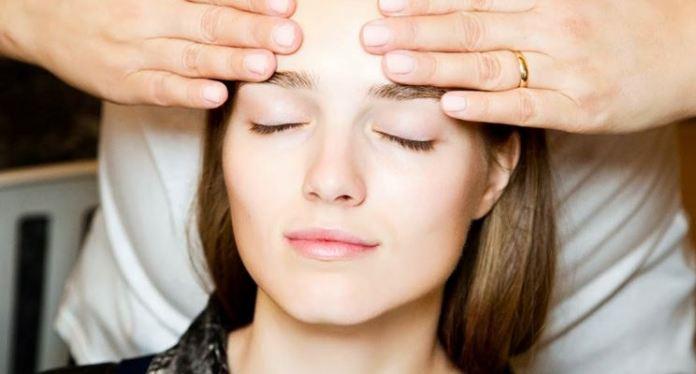cliomakeup-base-viso-pelle-perfetta-come-ottenerla-crema-viso-applicazione