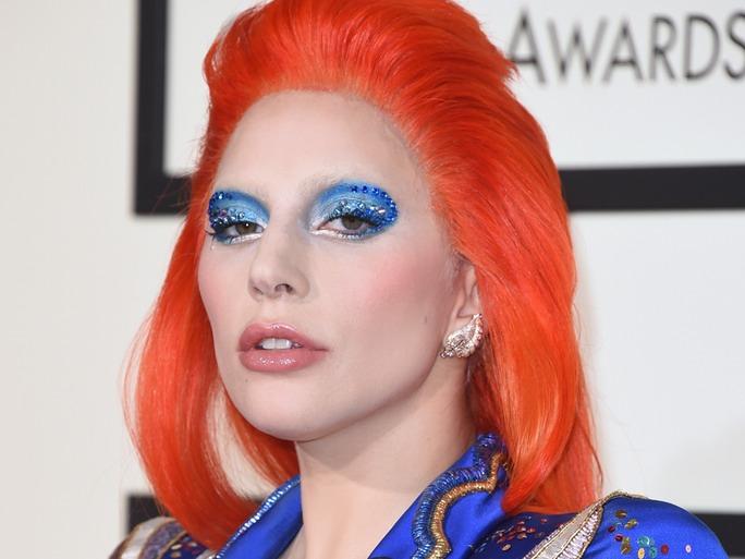cliomakeup-capelli-colorati-arancioni-abbinamenti-trucco-lady-gaga-david-bowie
