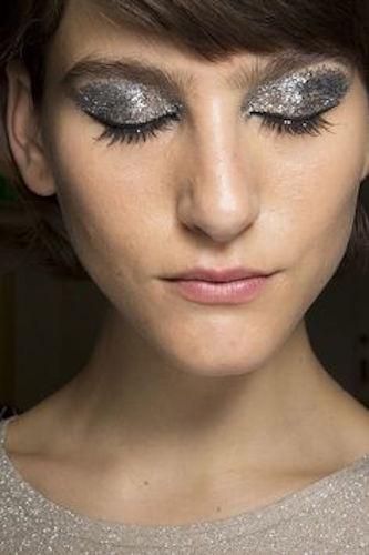 cliomakeup-ciglia-glitter-prodotti-mascara-look-sfilata-2