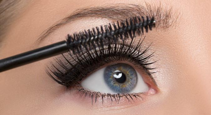 cliomakeup-mascara-waterproof-applicazione-trucco-occhi-scovolino