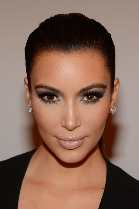 cliomakeup-trucchi-da-manuale-look-star-kim-kardashian-contouring-2
