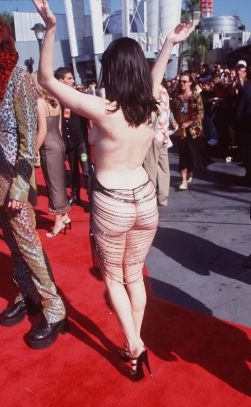 ClioMakeUp-abiti-piu-scandalosi-della-storia-star-red-carpet-celeb-16