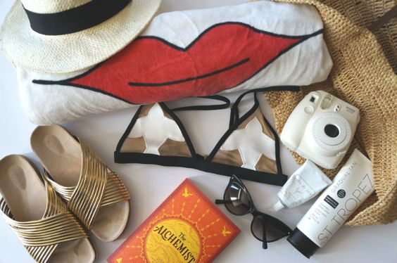 ClioMakeUp-beauty-routine-spiaggia-5-borsa