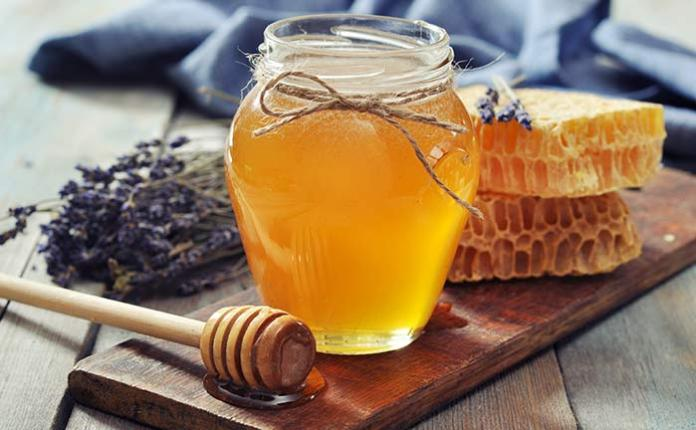ClioMakeUp-schiarire-capelli-15-miele