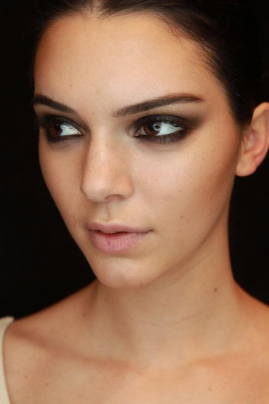 ClioMakeUp-trucco-castana-occhi-castani-look-star-make-up-Kendall-Jenner