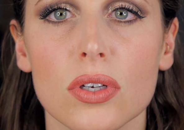 cliomakeup-matite-labbra-colorate-trasparenti-quando-usarle-clio-ingrandire labbra