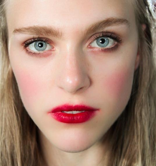 cliomakeup-matite-labbra-colorate-trasparenti-quando-usarle-labbra-rossetto-sbavato