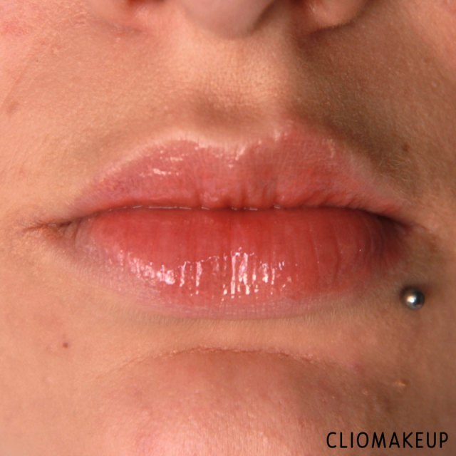 cliomakeup-mini-recensione-glossy-kiss-essence-12