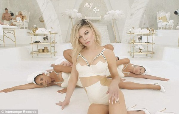 ClioMakeUp-MILF$-Fergie (15)
