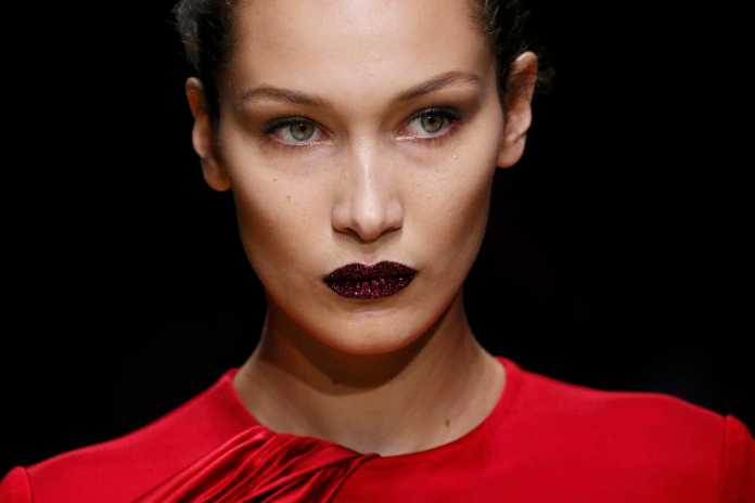 ClioMakeUp-alta-moda-Parigi-cat-eye-Dior-modelle-trucco-beauty-look-atelier-versace-bella-hadid.jpg