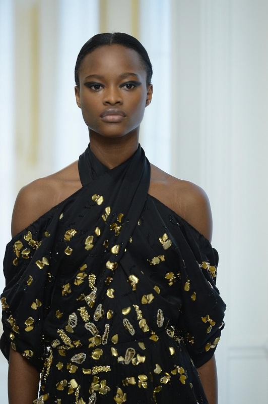 ClioMakeUp-alta-moda-Parigi-cat-eye-Dior-modelle-trucco-beauty-look-eye-liner-modelle-runway-4