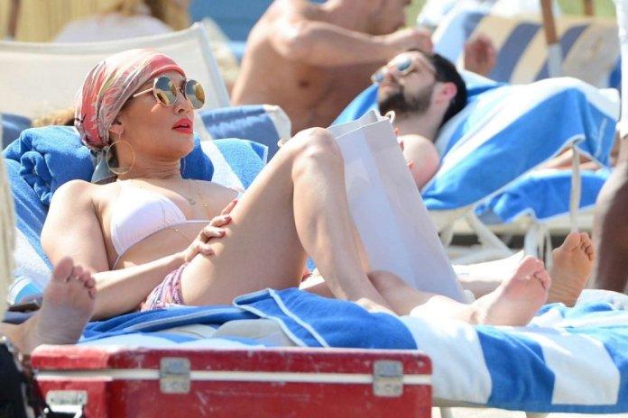 ClioMakeUp-blog-capelli-che-cadono-estate-rimedi-consigli-fai-da-te-Jennifer-Lopez