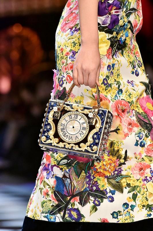 ClioMakeUp-collezioni-moda-ispirate-a-disney-modelli-dolce-e-gabbana-atmosfera-da-fiaba-modelle-accessori.jpg