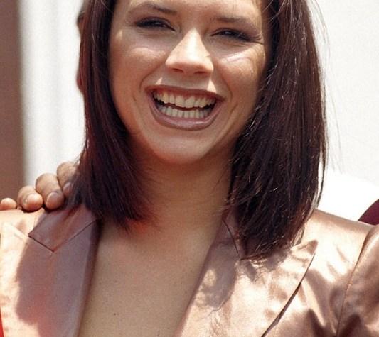 ClioMakeUp-denti-celebrity-prima-trattamenti-sbiancanti-Victoria-Beckham