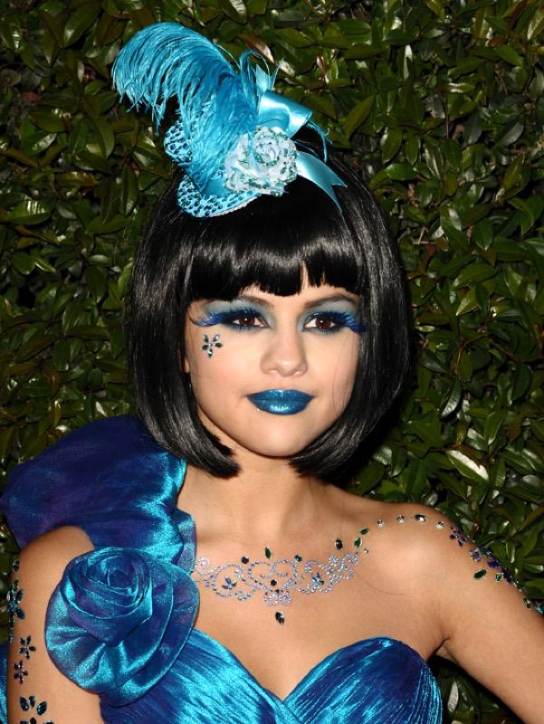 ClioMakeUp-rossetto-blu-look-come-indossarlo-abbinamenti-star-celebrity-brand-selena-gomez