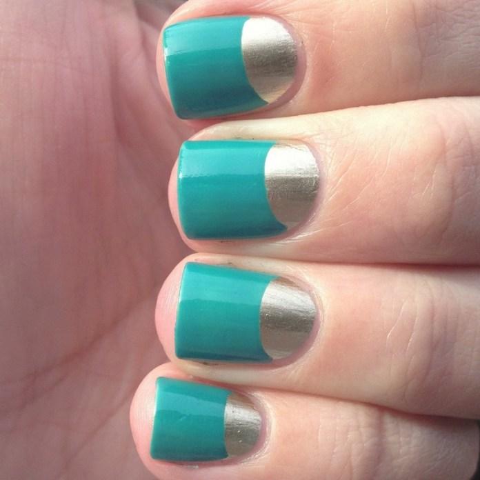 ClioMakeUp-trend-unghie-corte-star-manicure-chic-romantico-half-moon.jpg-azzurro-silver