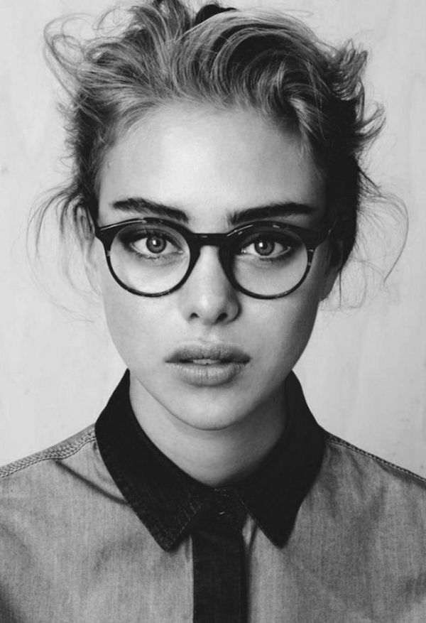 Look con gli occhiali da vista per sentirsi splendide