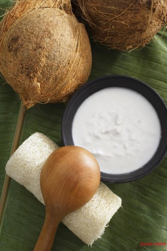 ClioMakeUp-scrub-esfolianti-fai-da-te-prodotti-rigenerare-pelle-nuova-farina-cocco-yogurt