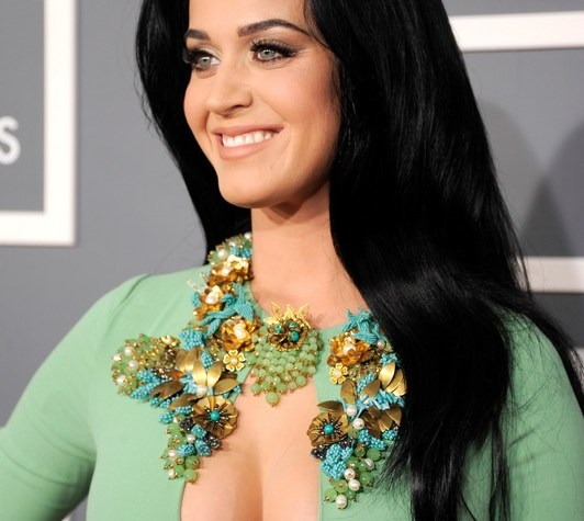 ClioMakeUp-star-capelli-naturali-hair-style-katy-perry-deep-black-hair