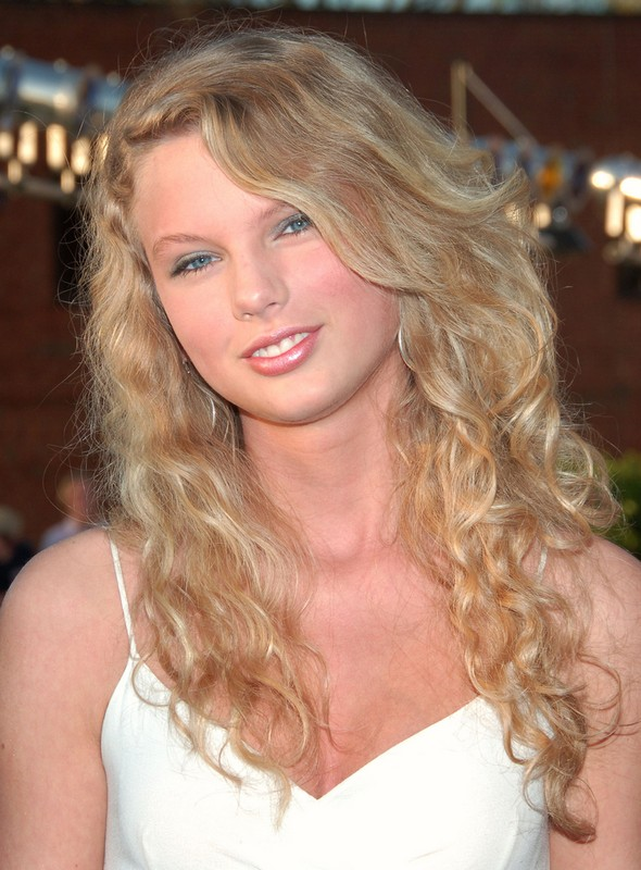 ClioMakeUp-star-capelli-naturali-hair-style-taylor-swift