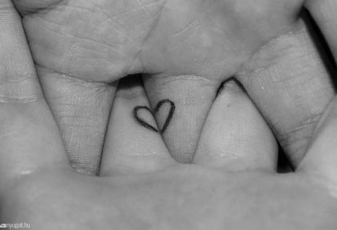 ClioMakeUp-tattoo-fare-con-mamma-per-sempre-abbraccio-cuori-completano