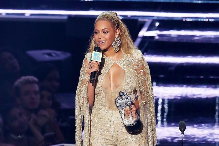 ClioMakeUp-vmas-2016-video-music-awards-mtv-beauty-look-abiti-trucchi-beyonce-3